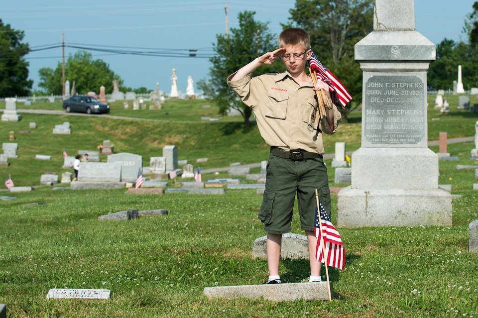 Placing a flag on a veterans gravesite for memorial day for Proper placement of american flag